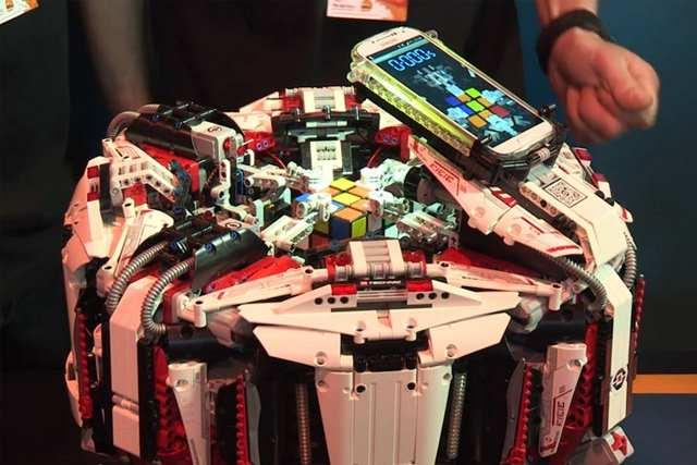 lego-robot-rubiks-cube